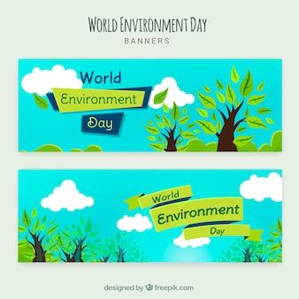 Dzień świata środowiska transparentu z drzew i błękitne niebo
