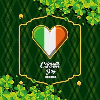 Dzień świętego patryka z flagą irlandzką w kształcie serca i koniczyny