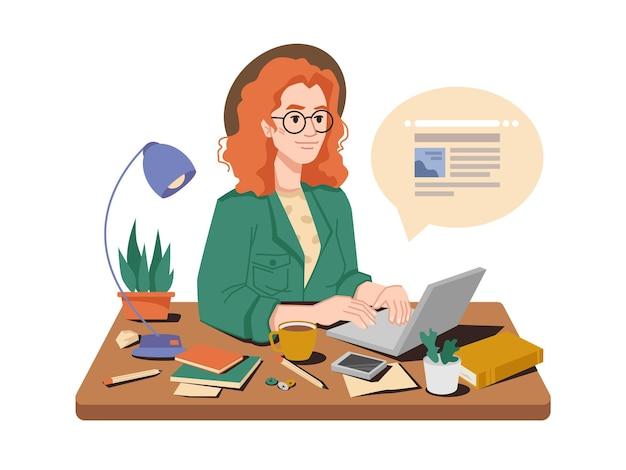 Dziennikarka w swoim miejscu pracy pisze artykuł lub post na laptopie, filiżankę herbaty lub kawy, książki i długopisy
