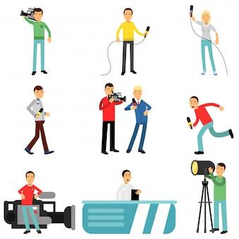 Dziennikarze przy pracy, reporterzy i kamerzyści strzelają i przeprowadzają wywiady z osobami tworzącymi transmisje telewizyjne ilustracje