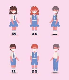 Dziewczęta i chłopcy dzieci w mundurach i maskach medycznych