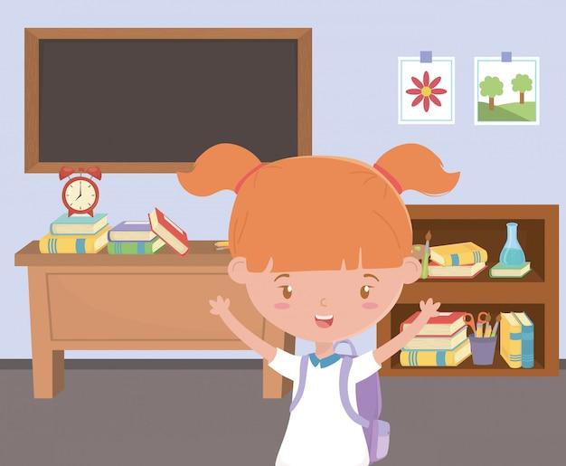 Dziewczyna dzieciak przy szkołą w sala lekcyjnej