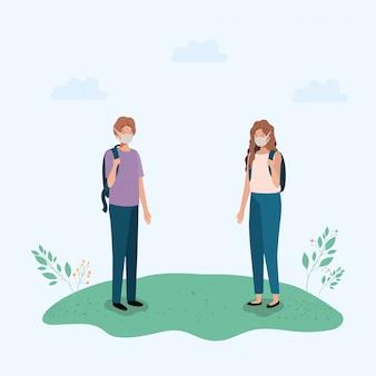 Dziewczyna i chłopiec z medyczną maską i torbą przy parkiem