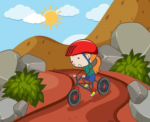 Dziewczyna jedzie na rowerze w moutain