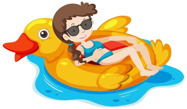 Dziewczyna leżąca na pierścieniu pływania kaczki w wodzie na białym tle