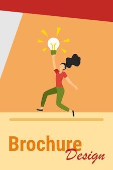 Dziewczyna ma genialny pomysł. kobieta trzyma świecącą żarówkę i taniec płaski wektor ilustracja. inspiracja, znalezienie, koncepcja odkrywania banera, projektu strony internetowej lub strony docelowej