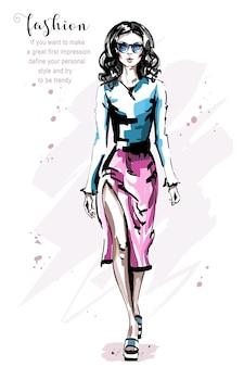 Dziewczyna mody w spódnicy.
