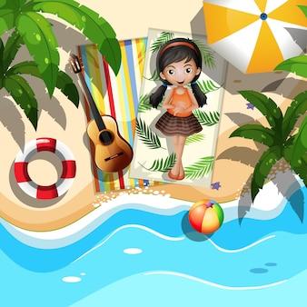 Dziewczyna relaksuje obok plaży