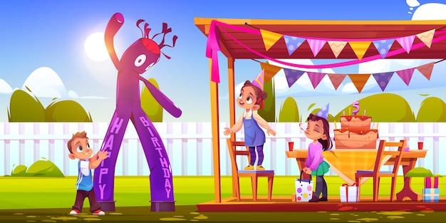 Dziewczyna świętuje urodziny z przyjaciółmi na podwórku