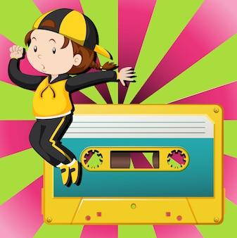 Dziewczyna tańczy i kaseta magnetofonowa