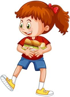 Dziewczyna trzyma postać z kreskówki żywności na białym tle