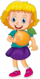 Dziewczyna trzymająca postać z kreskówki pomarańczowy owoc na białym tle