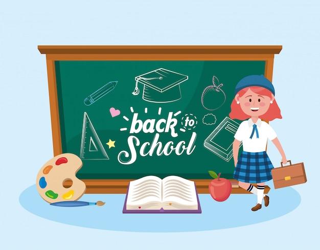 Dziewczyna ucznie z blackboard i książką z sztuki paletą