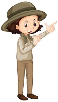 Dziewczyna w brązowym mundurze na białym tle