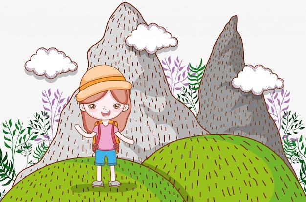Dziewczyna w górach z chmurami i rośliny przygodą