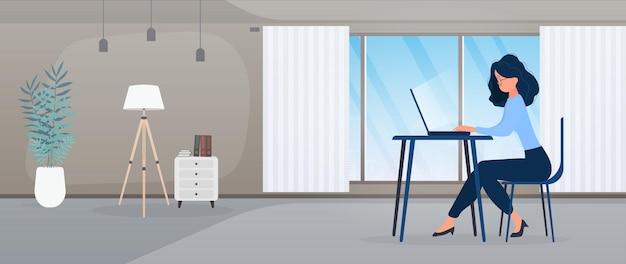 Dziewczyna w okularach siedzi przy stole w biurze. dziewczyna pracuje na laptopie. koncepcja znajdowania osób do pracy, przeglądania wakatów i życiorysów. wektor.