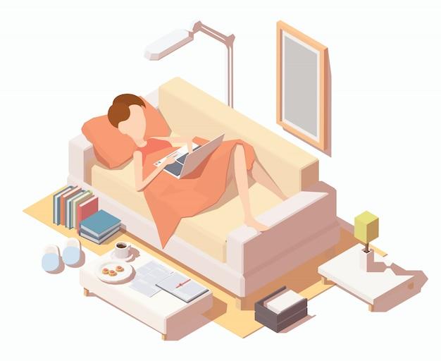 Dziewczyna z laptopat pracuje w domu na kanapie.