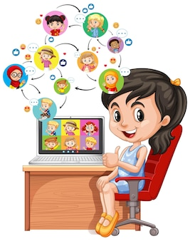Dziewczyna z laptopem na biurku na białym tle