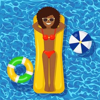 Dziewczyna z uśmiechem pływa, opalając się na materacu w basenie. kobieta unosi się na zabawce na tle wody. niezdolny krąg. urlop letni, urlop, czas podróży. ilustracja