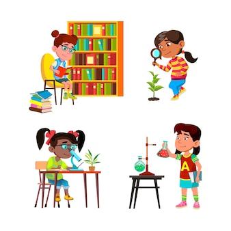 Dziewczyny dzieci naukowiec badania i badania wektor zestaw. naukowiec dla dzieci, studiujący w bibliotece, badający roślinę na zewnątrz i ciecz chemiczną w laboratorium. postacie płaskie ilustracje kreskówka