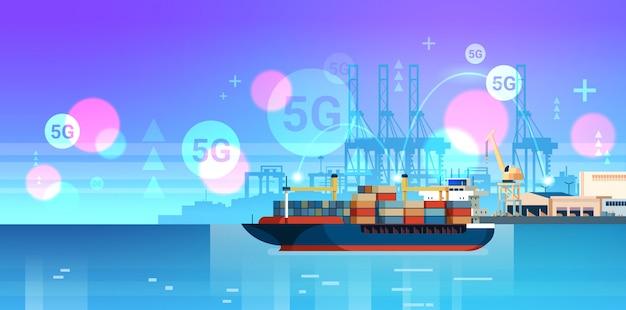Dźwigi ładowanie pojemników na statku 5g bezprzewodowy system online połączenie ładunek port morski transport morski koncepcja strefa przemysłowa stocznia tło poziome