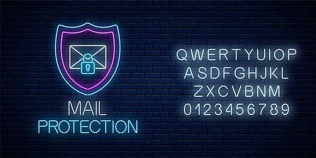 E-mail ochrony świecące neon znak z alfabetem na tle ciemnego ceglanego muru. symbol bezpieczeństwa cybernetycznego z tarczą, listem i kłódką. ilustracja wektorowa.