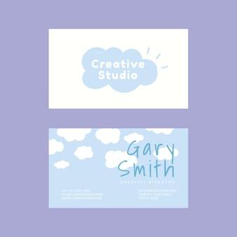 Edytowalny wektor szablonu karty z imieniem w chmurach i wzorze błękitnego nieba