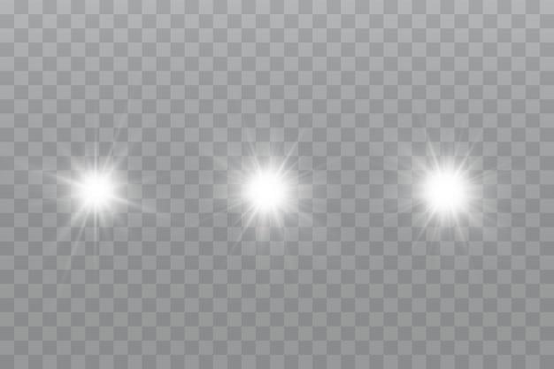 Efekt blasku gwiazda mieni się na przezroczystym tle
