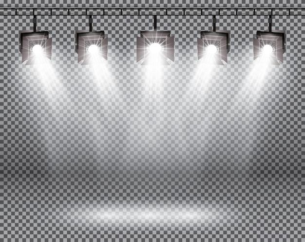 Efekty oświetlenia sceny z reflektorami na przezroczystym tle.