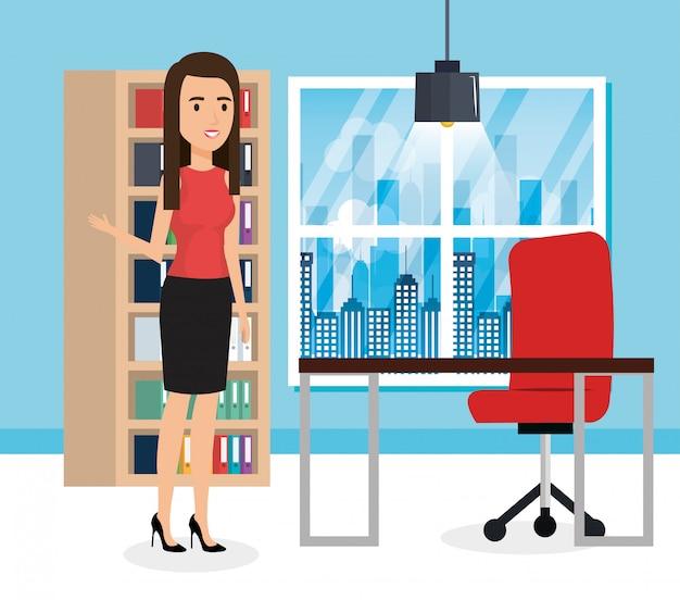 Elegancka bizneswoman w scenie biurowej