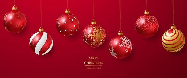 Elegancka czerwona bombka do dekoracji świątecznych