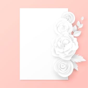 Elegancka karta z białymi papierowymi ciętymi kwiatami