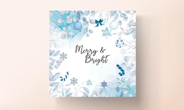 Elegancka kartka wesołych świąt z białą ozdobą świąteczną