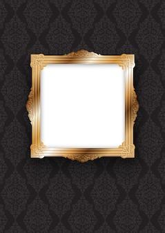 Elegancka złota ramka na dekoracyjnej tapecie