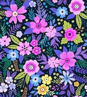 Elegancki kwiatowy wzór w małe kolorowe kwiatki. styl liberty. kwiatowy bezszwowe tło dla wydruków mody. drobny nadruk. tekstura. wiosenny bukiet.