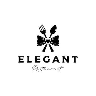 Elegancki, luksusowy, sylwetka wektor logo restauracji z muszką, widelcem i łyżką