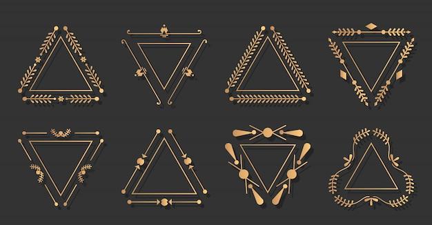 Elegancki, ozdobny zestaw w kształcie trygonowej złotej ramki. trójkątna grafika rocznika granicy.