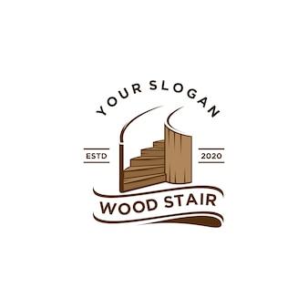Eleganckie drewniane logo domu na schodach