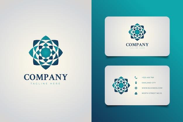 Eleganckie geometryczne logo kwiatowy w koncepcji niebieskiego gradientu z szablonem wizytówki