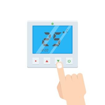Elektroniczny termostat z ręką, która naciska przycisk.