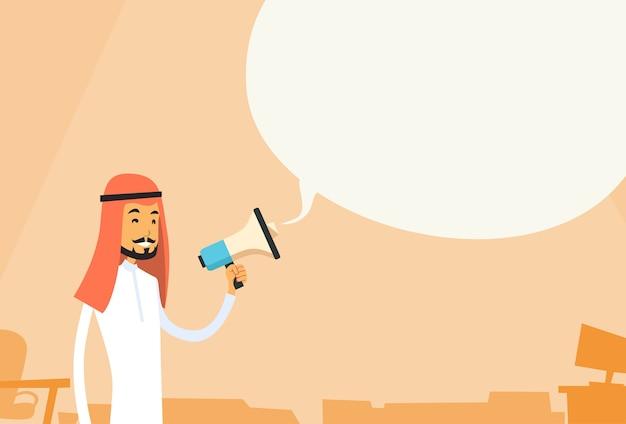 Emiraty biznesmen trzymać megafon czat bubble