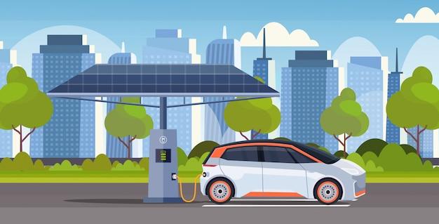 Energia elektryczna samochód ładuje przy stacyjnym ekologicznym pojazdem carsharing pojęcie miasta pejzażu miejskiego tła nowożytnego mieszkanie horyzontalnego