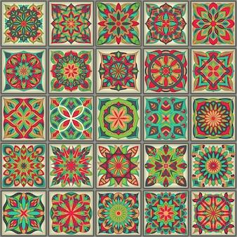 Etniczny kwiecisty bezszwowy wzór z roczników mandala elementami.
