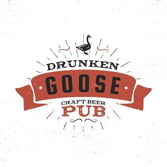 Etykieta pubu rocznika piwa rzemieślniczego. pijany browar gęsi elementy projektu retro. ręcznie rysowane godło dla baru i pubu. szablon znaków biznesowych, logo, obiekt tożsamości. wektor zapasowy izolować na białym tle.