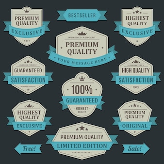 Etykieta towaru wysokiej jakości. vintage stara firma w niebieskiej wstążce owiniętej najlepszą ekskluzywną zniżką.