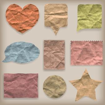 Etykiety lub symbole kolorowego zmiętego papieru o różnych kształtach w stylu vintage