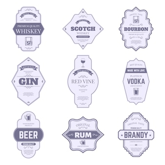 Etykiety na butelki z alkoholem. tradycyjne naklejki alkoholowe, vintage bourbon i godło butelka ginu, zestaw symboli tagów opakowań barowych napojów. wino, whisky i piwo, szkocka i brandy, znaczek wódki