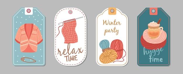 Etykiety sezon jesień zima. hobby dziewiarskie, banery czasu hygge. wełniany kardigan, szablon wektor naklejek filiżanki latte lub kakao. ręcznie robione hobby, zimowe szycie i haftowanie szablonów ilustracji