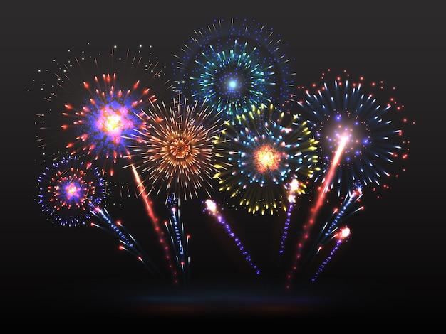Fajerwerki. petarda fajerwerków eksplodująca w nocy. efekt świetlny z iskrami petardy.