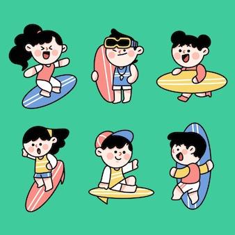 Fajne młode dzieci surfujące postacie doodle zestaw ilustracji